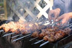 鲜美热kebab的shish 免版税库存图片