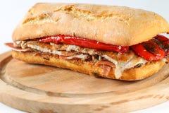 鲜美猪肉烤了在ciabatta的serranito三明治 免版税库存图片