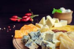 鲜美的开胃菜 干酪牌照 免版税库存照片