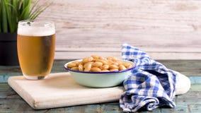 鲜美羽扇豆和杯啤酒 股票录像