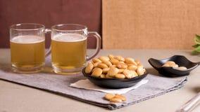 鲜美羽扇豆和杯啤酒 股票视频