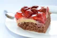 鲜美草莓蛋糕 免版税图库摄影