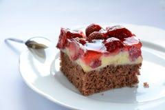 鲜美草莓蛋糕 免版税库存照片
