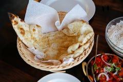 鲜美蒸的米用西红柿酱在咖啡馆, Timaru,新西兰服务 免版税图库摄影