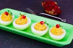 鲜美被充塞的鸡蛋用石榴 库存图片