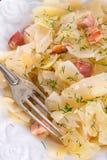 鲜美被炖的圆白菜菜 库存图片