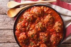 鲜美食物:与西红柿酱特写镜头的丸子albondigas 贺尔 库存照片