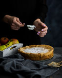 鲜美食物 烹调苹果饼 免版税库存照片