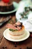 鲜美鸭子头脑开胃菜用新鲜的草本 免版税图库摄影
