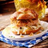 鲜美巴法力亚肉糕和乳酪卷 免版税库存图片