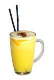 鲜美黄色鸡尾酒用两根棍子 免版税库存照片