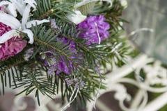 鲜花花束在冬天样式的 免版税库存照片