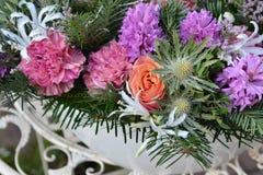 鲜花花束在冬天样式的 免版税库存图片