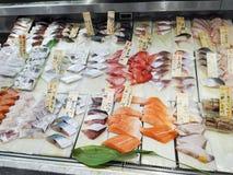 鲜鱼摊位在东京 免版税库存图片
