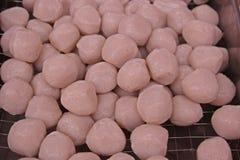 鲜鱼球、食品成分面条的和其他食物 库存照片