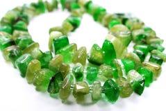 鲜绿色宝石成串珠状项链jewelery 库存照片