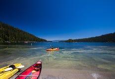 鲜绿色海湾太浩湖,加利福尼亚 免版税库存照片