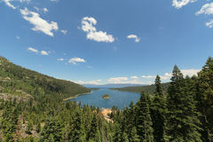 鲜绿色海湾, Tahoe湖,加利福尼亚 库存图片