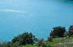鲜绿色湖水 免版税库存图片