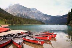 鲜绿色湖(Yoho NP,不列颠哥伦比亚省) 免版税库存照片
