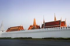 鲜绿色菩萨寺庙在曼谷,泰国 免版税图库摄影