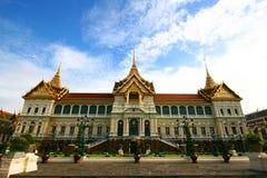 鲜绿色菩萨的寺庙。 库存照片