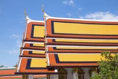 鲜绿色菩萨的寺庙屋顶  免版税库存图片