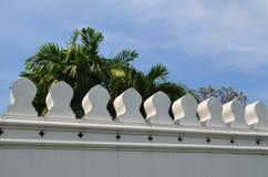 鲜绿色菩萨的寺庙的墙壁 免版税库存照片