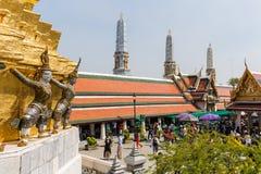 鲜绿色菩萨的寺庙(曼谷玉佛寺或Wat Phra Si拉塔纳Satsadaram) 免版税库存照片