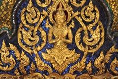 鲜绿色菩萨的盛大王宫和寺庙在曼谷 免版税库存照片
