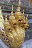 鲜绿色菩萨的盛大王宫和寺庙在曼谷 免版税库存图片