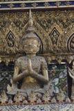 鲜绿色菩萨的盛大王宫和寺庙在曼谷 库存图片