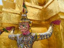 鲜绿色菩萨的tha寺庙巨人  图库摄影