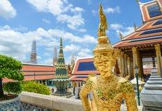 鲜绿色菩萨的Tha寺庙 免版税库存照片