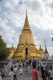 鲜绿色菩萨(曼谷玉佛寺)的寺庙,泰国 免版税库存图片