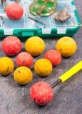 鲤鱼勾子Boilies和捕鱼设备-接近  库存照片