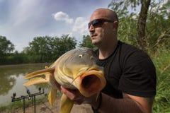 鲤鱼和渔夫,鲤鱼渔战利品 库存图片