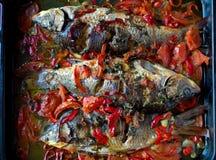 鲤鱼和菜炖煮的食物 库存图片