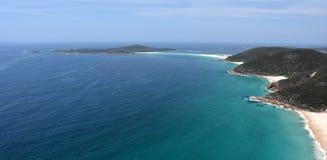 鲨鱼浅滩海岛和海岸线在一个晴天咆哮 库存照片
