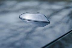鲨鱼飞翅在现代汽车轿车的屋顶天线 图库摄影