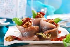 鲱鱼开胃菜滚动用干蕃茄和核桃chr的 免版税库存照片