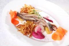 鲱鱼用土豆和葱 库存图片