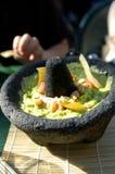 鳄梨调味酱捣碎的鳄梨酱石头 免版税库存图片