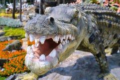 鳄鱼雕象在NONG NOOCH庭院芭达亚里 免版税图库摄影