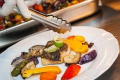 鳕鱼油煎的蔬菜 库存图片