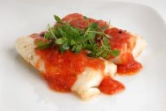 鳕鱼煮熟的腰部调味汁蕃茄 免版税库存图片