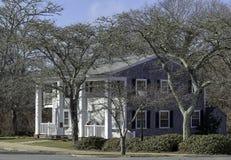 鳕鱼角样式的美丽的房子在法尔茅斯,马萨诸塞 免版税库存照片