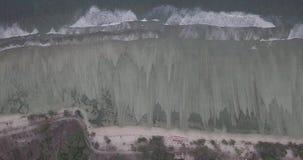 鸟一个镇静海滩的飞行视图在使Gili海岛惊奇的 影视素材