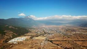鸟景色玉龙雪山在冬天 免版税图库摄影