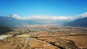 鸟景色玉龙雪山在冬天 免版税库存图片